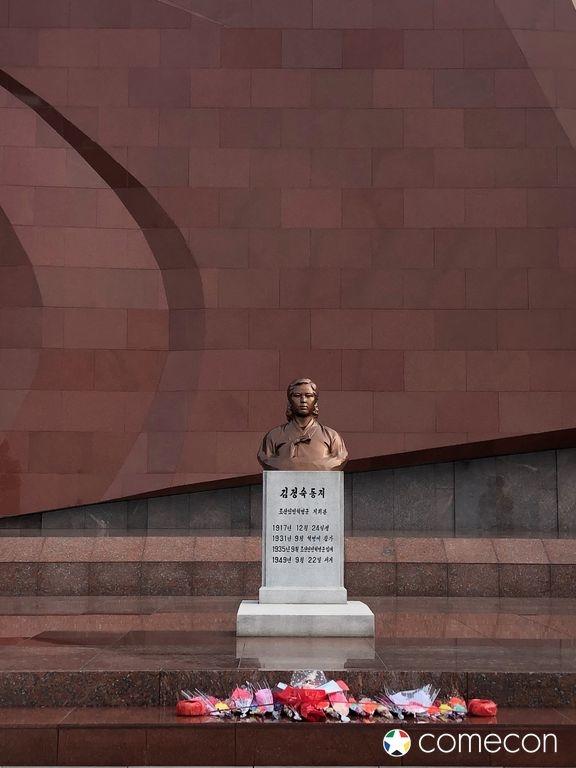 Kim Chong-suk statua cimitero