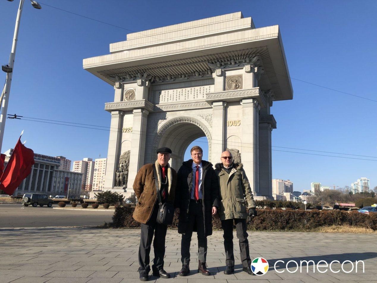 Turisti a Pyongyang Arco di trionfo